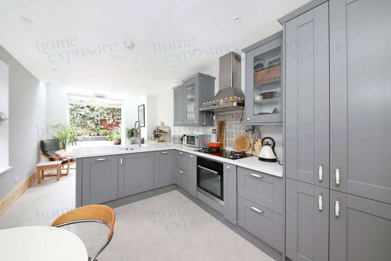 3 Bedrooms Terraced House for sale in Ivydale Road, Nunhead, SE15