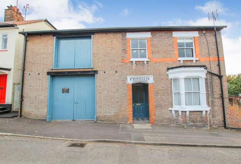 4 Bedrooms Detached House for sale in Queen Street, Tring, HP23 6BQ