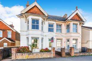 4 Bedrooms Semi Detached House for sale in South Road, Hailsham, East Sussex, England
