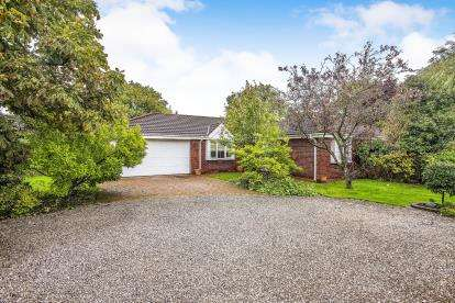 3 Bedrooms Bungalow for sale in Garstang Road, Broughton, Preston, Lancashire, PR3