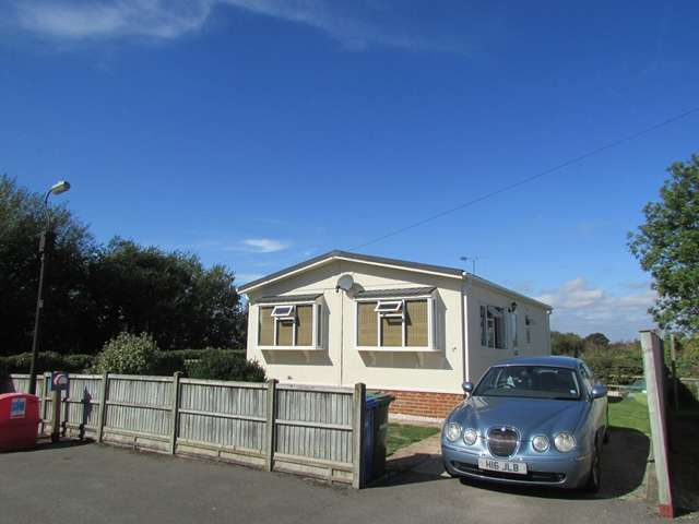 2 Bedrooms Park Home Mobile Home for sale in The Copse Cranbourne Hall Park