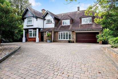 5 Bedrooms Detached House for sale in Waterlooville, Hampshire, England