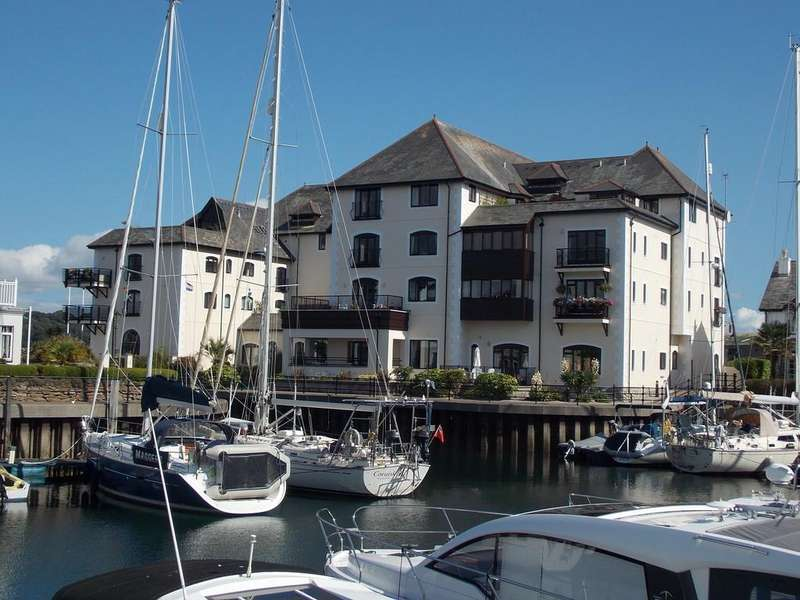2 Bedrooms Apartment Flat for sale in Challenger Quay, Falmouth, Cornwall