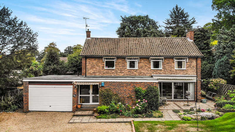 4 Bedrooms Detached House for sale in St Marys Road, Surbiton
