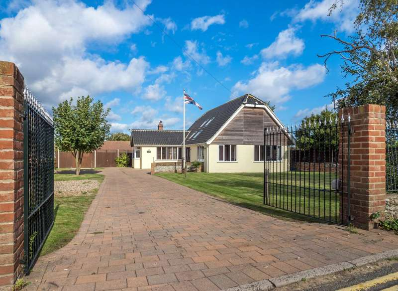 4 Bedrooms Detached House for sale in Beach Road, Winterton On Sea