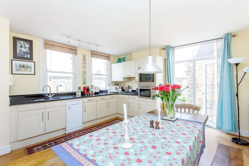 2 Bedrooms Flat for sale in Chesilton Road, London