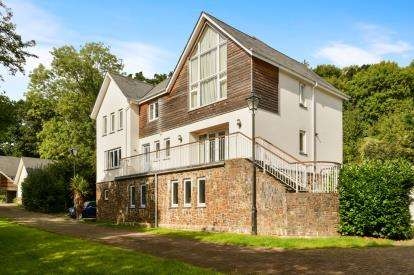 5 Bedrooms Detached House for sale in Okehampton, Devon