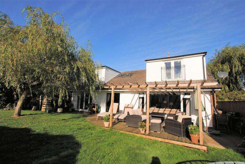 4 Bedrooms Detached Bungalow for sale in The Warren, Upton