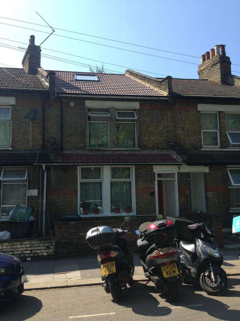 4 Bedrooms Terraced House for sale in Pretoria Road, London, London, N17 8EB