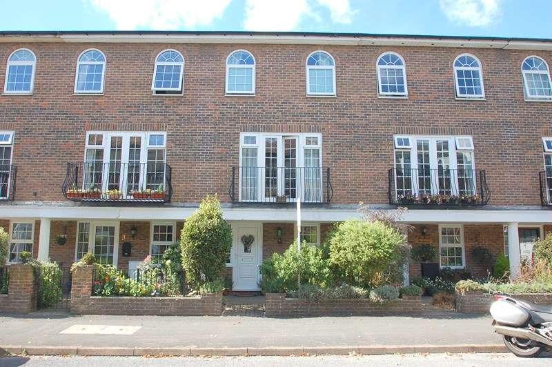 4 Bedrooms Town House for sale in Queens Road, Gosport