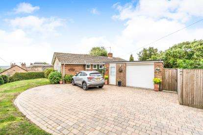 3 Bedrooms Bungalow for sale in Michelmersh, Romsey, Hampshire