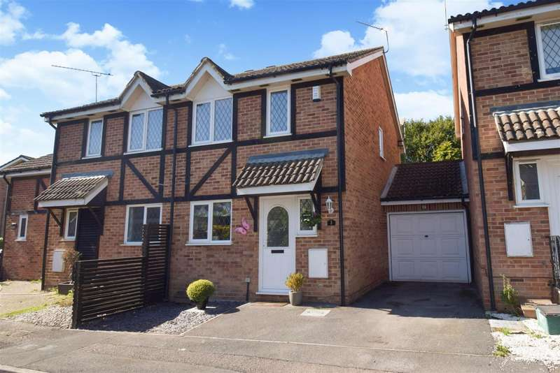 3 Bedrooms Semi Detached House for sale in Old Fives Court, Burnham, SL1