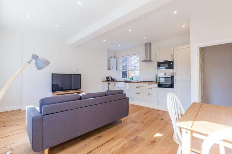 2 Bedrooms Flat for sale in Coldharbour Lane, Camberwell, SE5