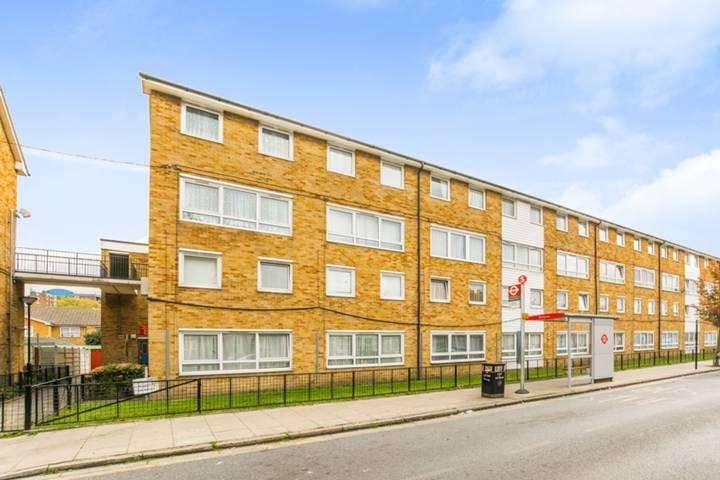 2 Bedrooms Maisonette Flat for sale in Dersingham Road, London E12