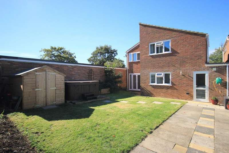 4 Bedrooms Detached House for sale in Glebe Gardens, Harlington, LU5