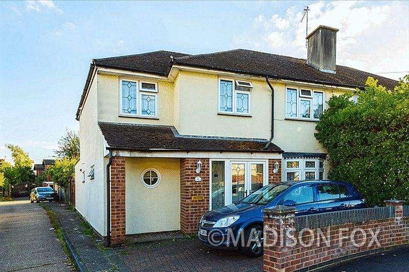 4 Bedrooms Semi Detached House for sale in Tudor Crescent, IG6