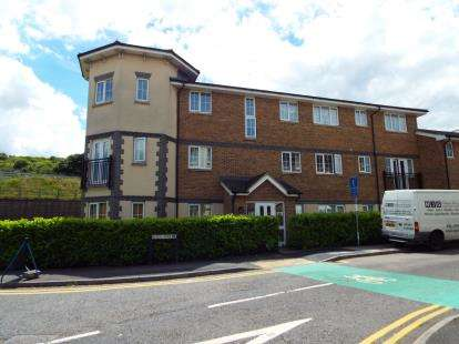 2 Bedrooms Flat for sale in Kiln Way, Dunstable, Bedfordshire, England