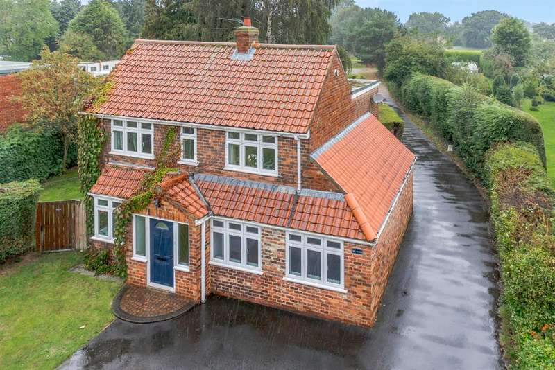 4 Bedrooms Detached House for sale in Skates Lane, Sutton-on-the-Forest, York, YO61 1HB