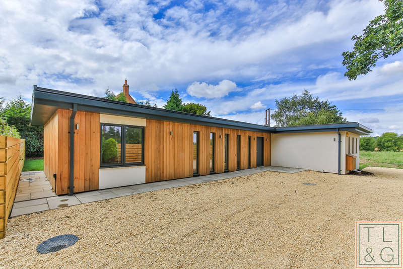 3 Bedrooms Detached House for sale in Evesham Road, Norton