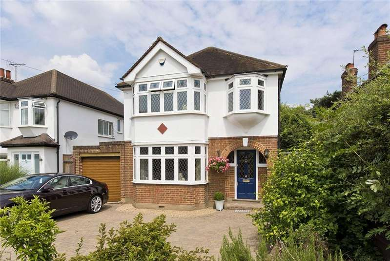 3 Bedrooms Detached House for sale in Ember Farm Way, East Molesey, Surrey, KT8