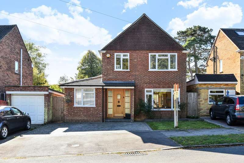 3 Bedrooms Detached House for sale in Hazlemere, Buckinghamshire, HP15