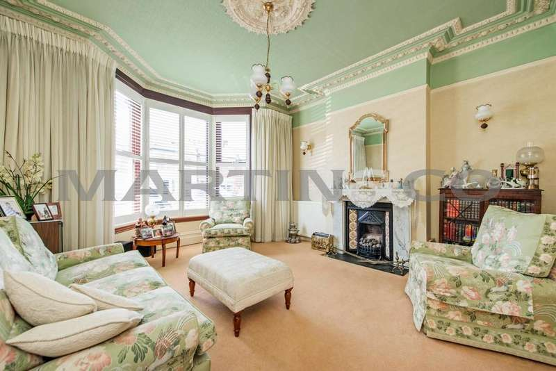 4 Bedrooms Semi Detached House for sale in Addison Road, Wanstead