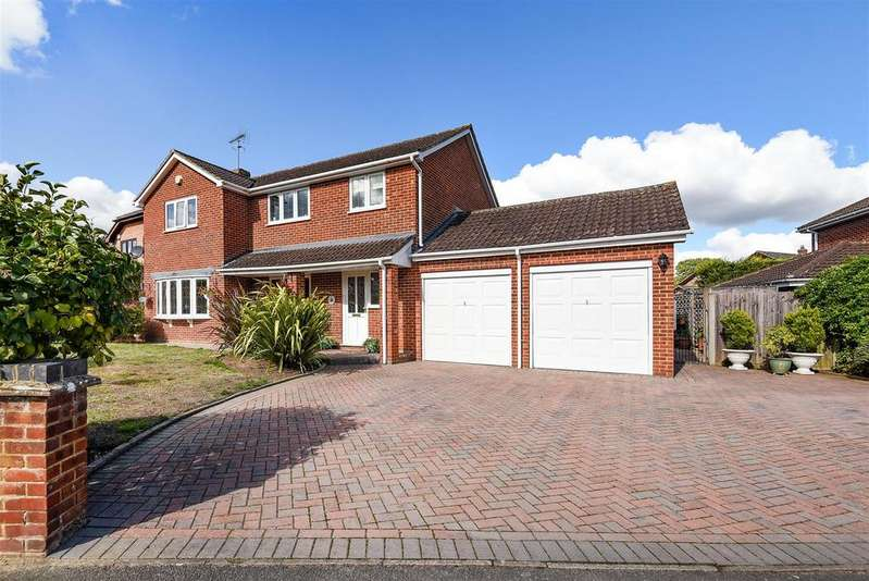 4 Bedrooms Detached House for sale in St. James Road, Finchampstead, Berkshire RG40 4RT
