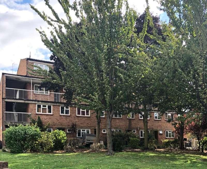 3 Bedrooms Maisonette Flat for sale in Courthill Road, Lewisham, London, SE13 6HA