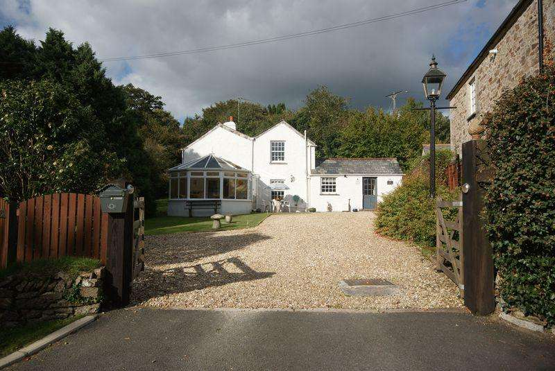 3 Bedrooms Detached House for sale in Lostwithiel Road, Bodmin