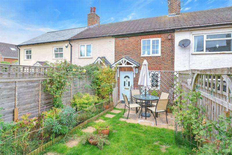 2 Bedrooms Terraced House for sale in Pitstone