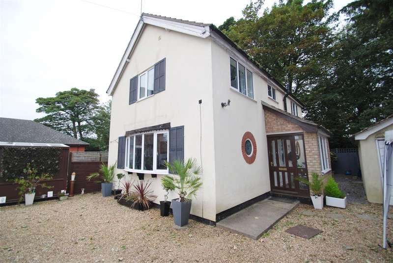 3 Bedrooms Detached House for sale in Roseberry Avenue, Skegness