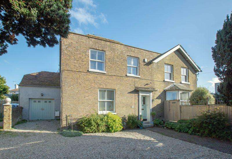 6 Bedrooms Detached House for sale in Walmer
