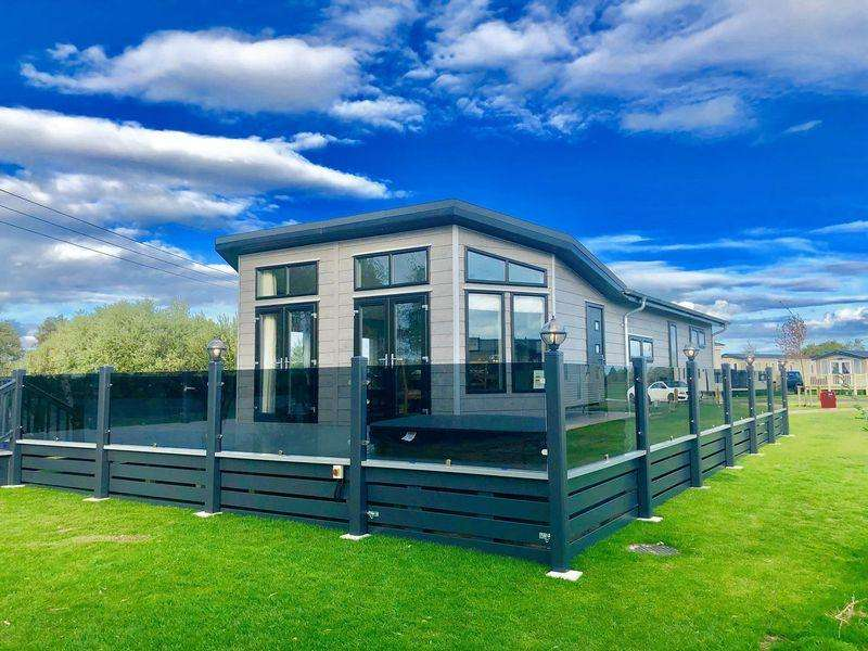 3 Bedrooms Lodge Character Property for sale in TATTERSHALL LAKES, TATTERSHALL