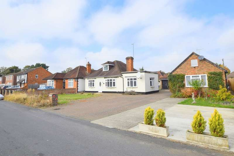 5 Bedrooms Detached Bungalow for sale in Orchard Road, Old Windsor, SL4