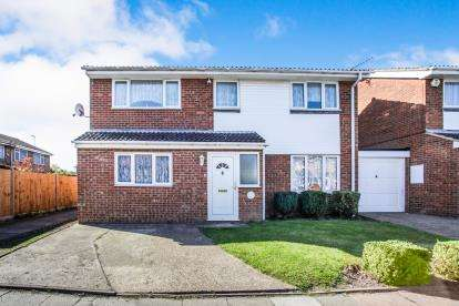 5 Bedrooms Detached House for sale in Aidans Close, Dunstable, Bedfordshire, England
