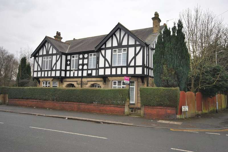 4 Bedrooms Semi Detached House for sale in Worsley Road, Eccles, Winton, Manchester M30