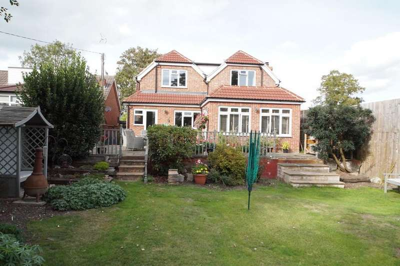 4 Bedrooms Chalet House for sale in London Road, Hook