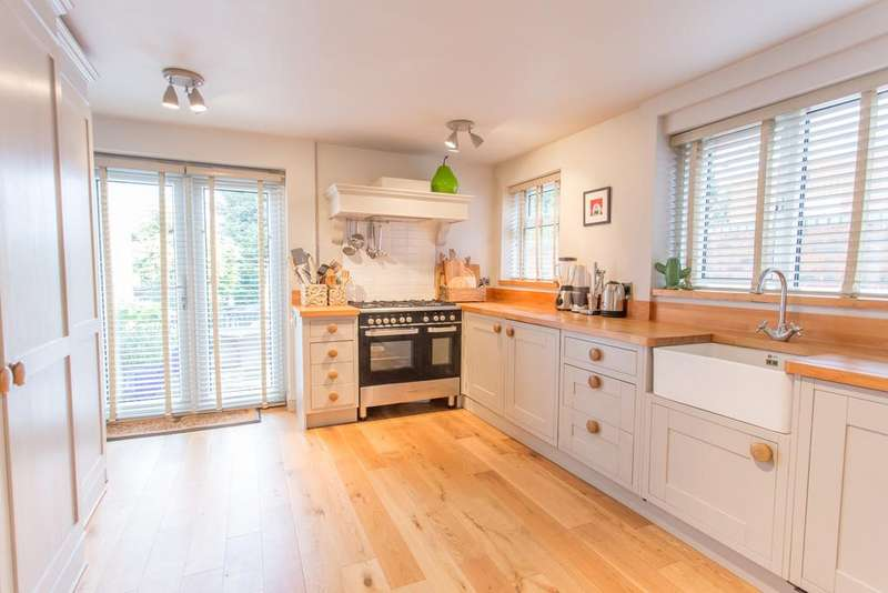 2 Bedrooms End Of Terrace House for sale in Church Road, Chavey Down, Ascot, Berkshire, SL5 8RR
