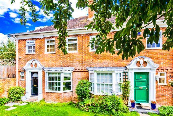 3 Bedrooms End Of Terrace House for sale in 8 Pound Cottages, Streatley on Thames, RG8
