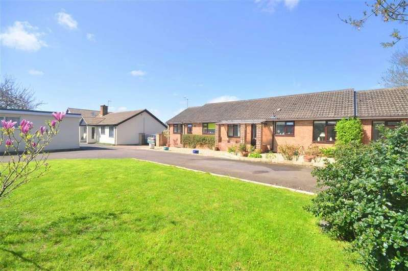 3 Bedrooms Bungalow for sale in Oldfield Crescent, Cheltenham, Gloucestershire