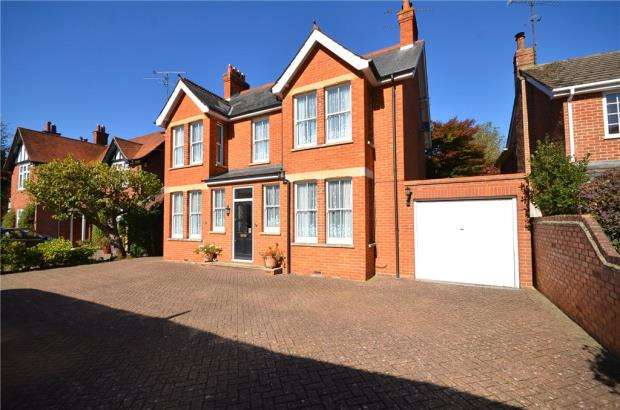 4 Bedrooms Detached House for sale in Pinehill Road, Crowthorne, Berkshire