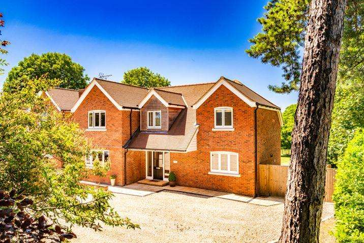 4 Bedrooms Detached House for sale in Brabham House, Goring on Thames, RG8