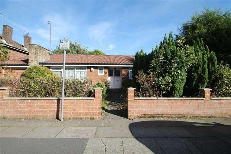 4 Bedrooms Detached Bungalow for sale in Victoria Road, Salford