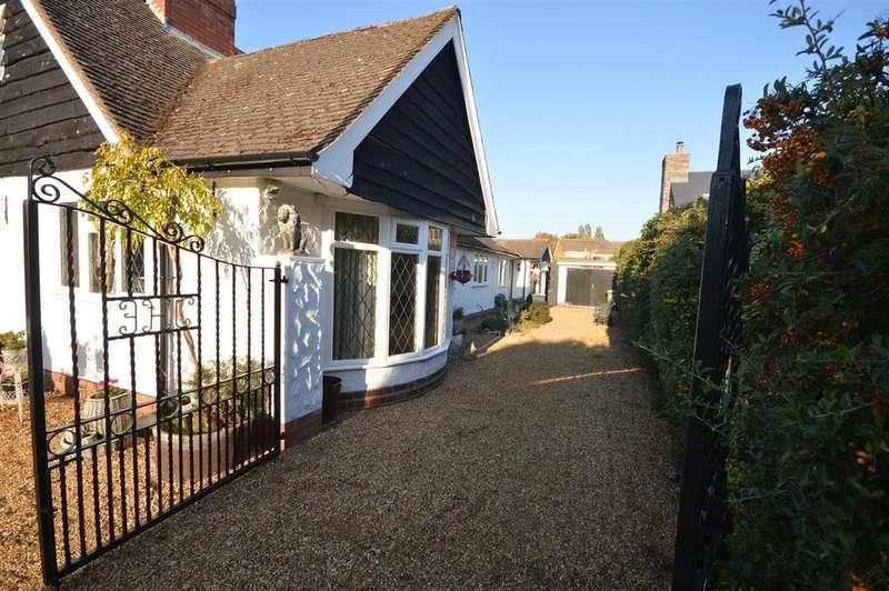 4 Bedrooms Detached House for sale in Elmdon Road, Marston Green, Birmingham