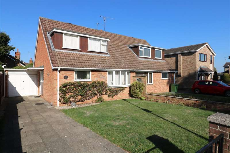 3 Bedrooms Semi Detached House for sale in White Lodge Close, Tilehurst, Reading