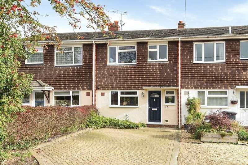 3 Bedrooms Terraced House for sale in Moulsham Lane, Yateley, GU46