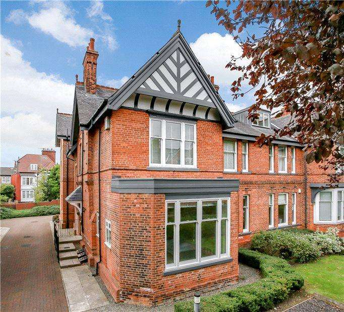 2 Bedrooms Apartment Flat for sale in Limetree Court, St Peter's Grove, York, YO30