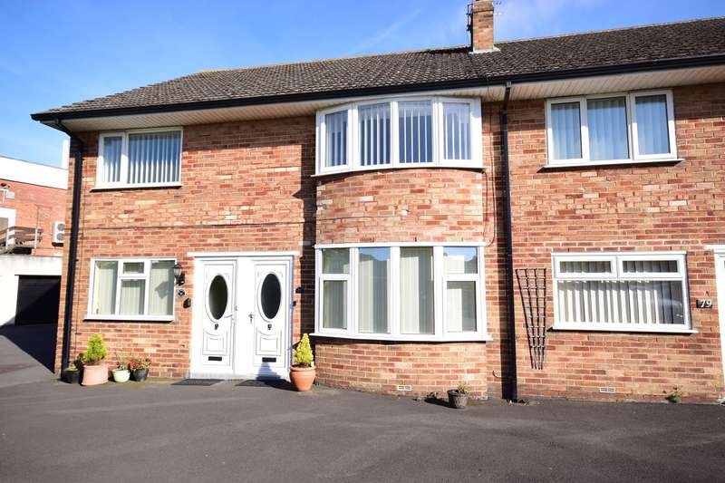 2 Bedrooms Flat for sale in Warwick Road, Lytham St Annes, FY8
