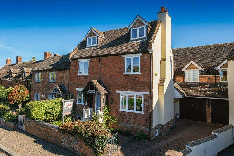 5 Bedrooms Detached House for sale in Hawthorn Road, Wheaton Aston, Stafford