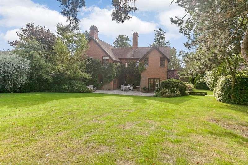 5 Bedrooms Detached House for sale in Hunt Paddocks, off Rouncil Lane, Kenilworth, Warwickshire